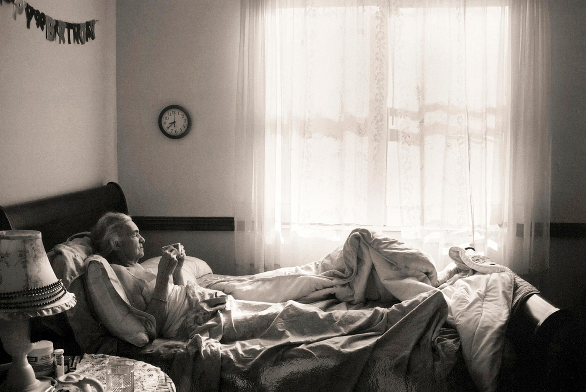 Steber_BREAKFAST-IN-BED_Madje-has-dementia